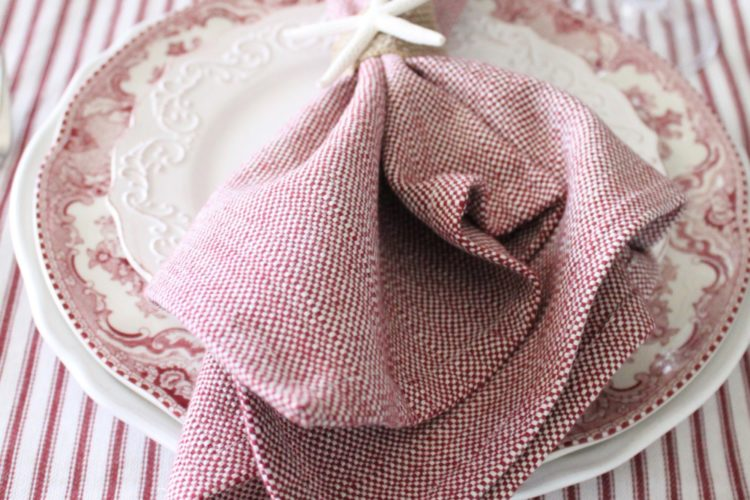 A Starfish Cottage Holiday Tablescape + A Blog Hop + A Heritage Lace Giveaway!