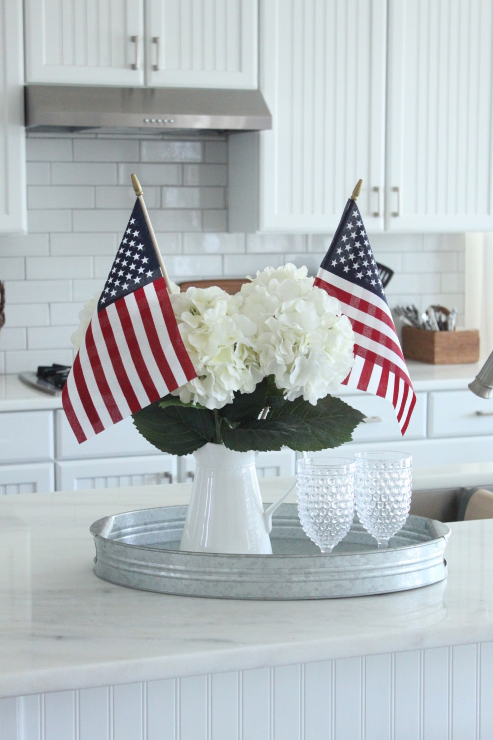 Patriotic kitchen - As Usual I Kept Things Pretty Simple In Here With A Classic White Kitchen It S Easy To Add A Variety Of Colors And Seasonal Accents